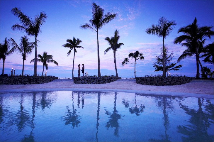 radisson-resort-fiji-pool-at-dusk2