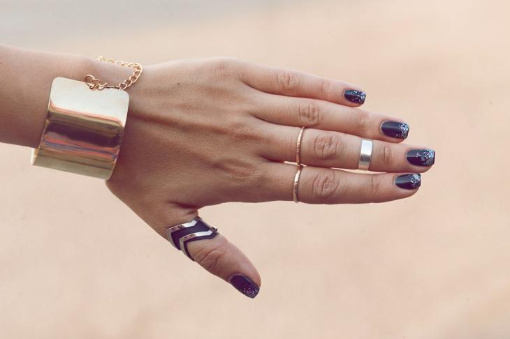 nails-black